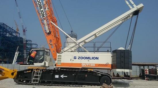 Cần cẩu bánh xích 180 tấn Zoomlion QUY180